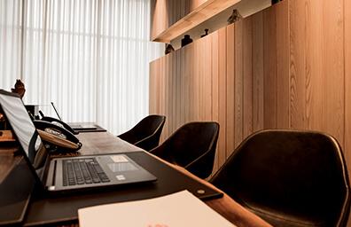 插圖 - 辦公桌座位x3